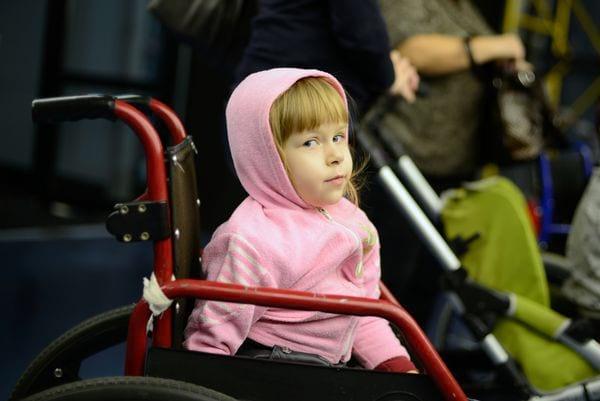 Девочка инвалид