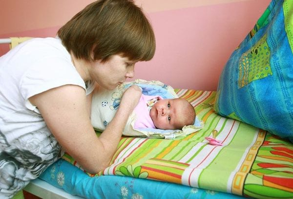 Мать инвалид с новорожденным