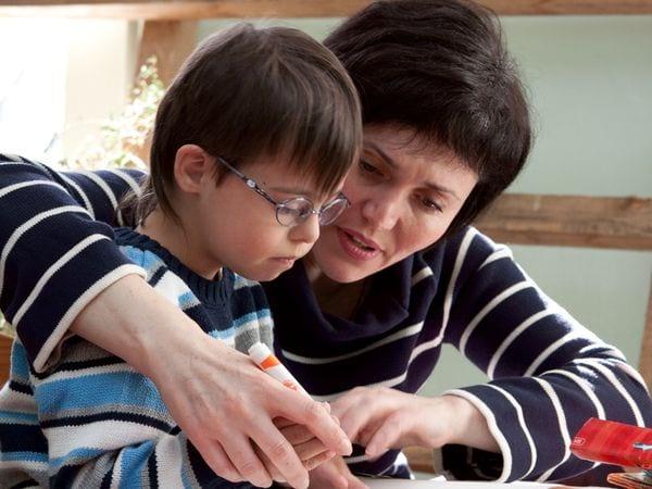 Мать с ребенком инвалидом