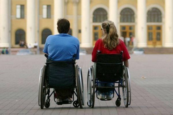 Инвалиды в колясках