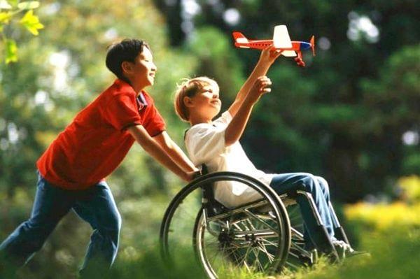 Ребенок инвалид: льготы и пособия родителям в 2021 году