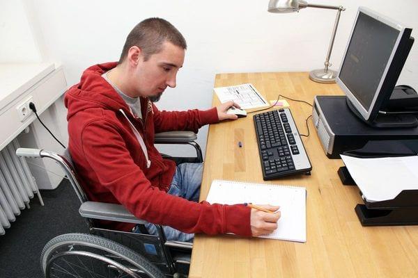 Выплаты и пособия при увольнении по инвалидности